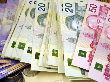 ist2_85989_canadian_money_2