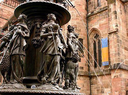 lactating-statues2