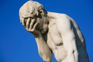 paris_tuileries_garden_facepalm_statue-600x400