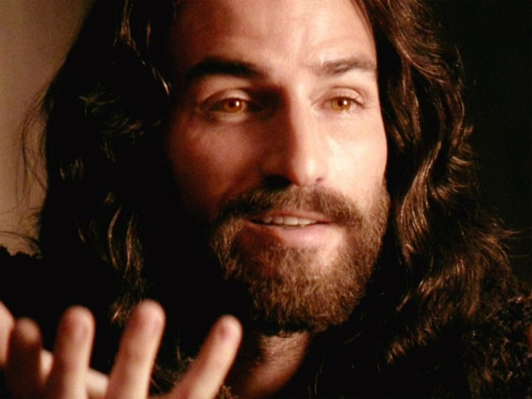 Jesus-Passion-of-the-Christ-Jim-Caveziel-Smile-1024x768