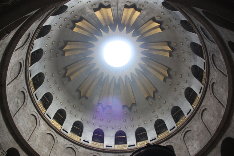 Dome_over_the_Tomb_of_Jesus,_Holy_Sepulchre_2010