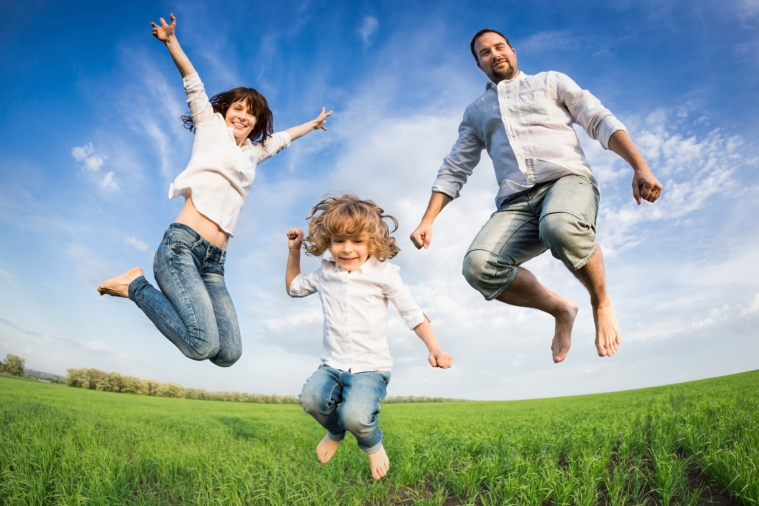 Happy-jumping-family.jpg